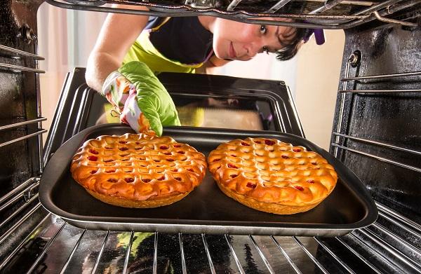 4 Cara Menggunakan Oven Listrik untuk Hasilkan Kue yang Sempurna